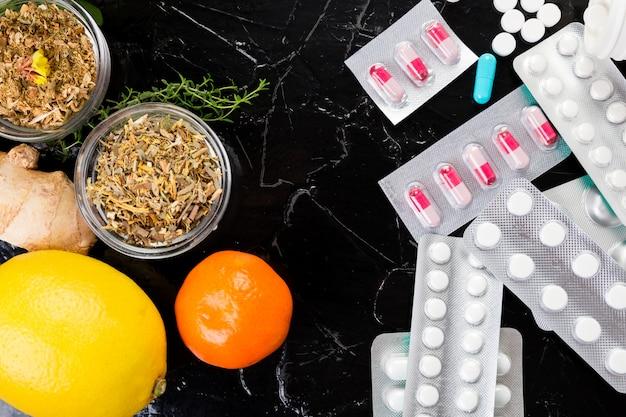 自然医学と従来の医学の概念。