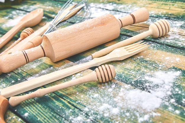 調理器具で調理またはパンを焼く