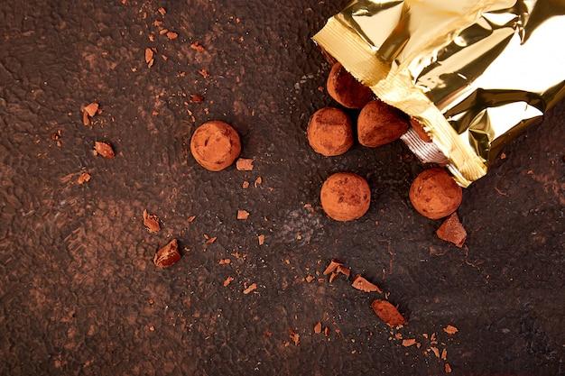 チョコレートキャンディトリュフが落ちる