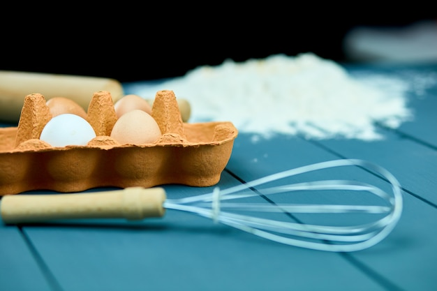 Предпосылка ингридиентов выпечки, концепция выпечки, взгляд сверху.