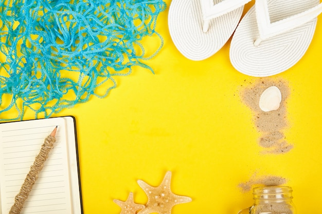 Планирование летних каникул, поездки, путешествия и отдых концепции.