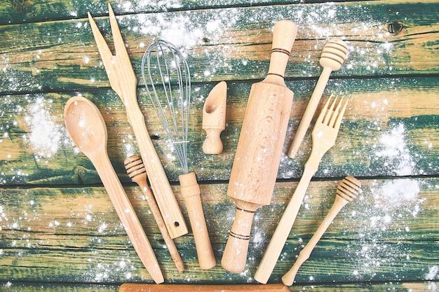 小麦粉が付いている台所用品
