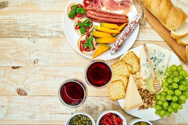 イタリアの前菜ワインスナックセット。前菜ケータリング大皿