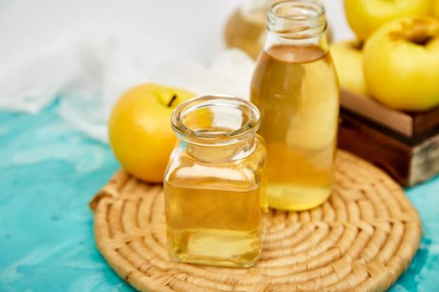リンゴの有機酢のガラス瓶