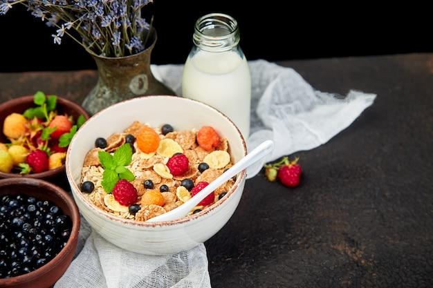 Здоровый вегетарианский завтрак.