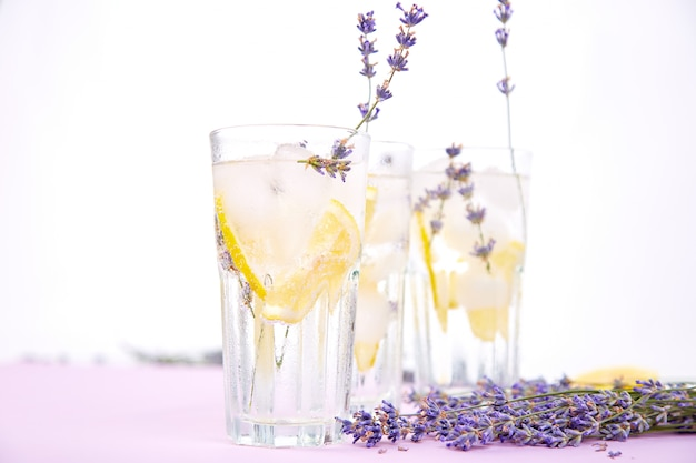 ラベンダーレモネードとレモン