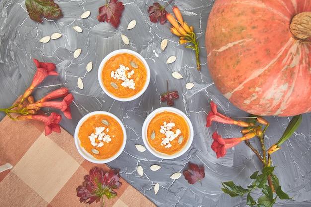 カボチャのスープまたはスフレのクリーム。感謝祭。