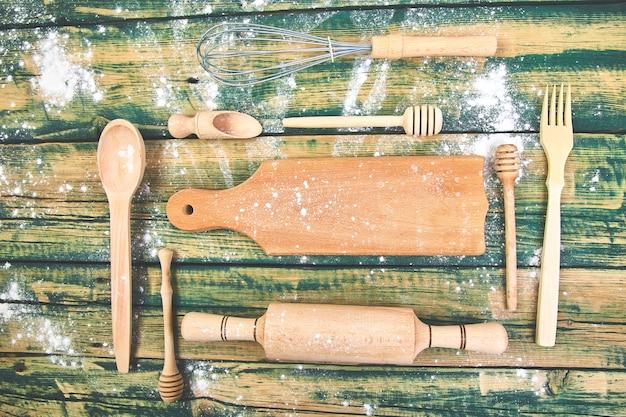 Приготовление или выпечка пищи с кухонной утварью