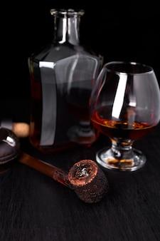 Стакан виски с сигарой для некурящих.