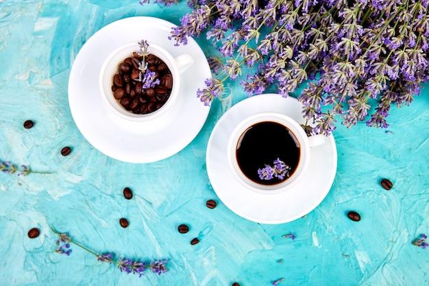 コーヒーとラベンダーの花