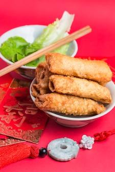 料理は中国クリスピーロールアップ