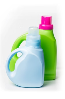 白い背景にプラスチック製の洗剤容器