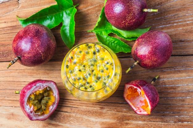 Манго со сливочным фруктовым соусом из свежих ингредиентов