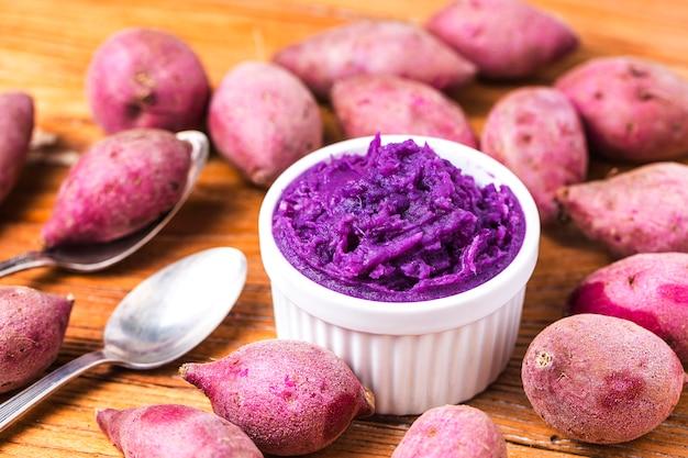 紫色のサツマイモのマッシュ