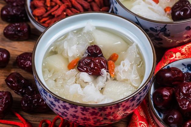 雪菌と梨の甘いスープデザート中国の健康