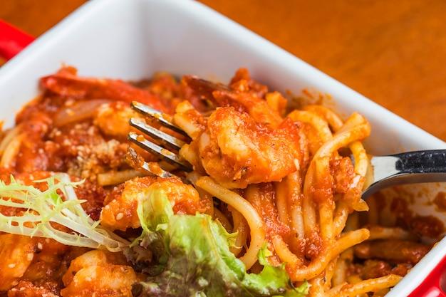 海老とスパゲッティのクローズアップ