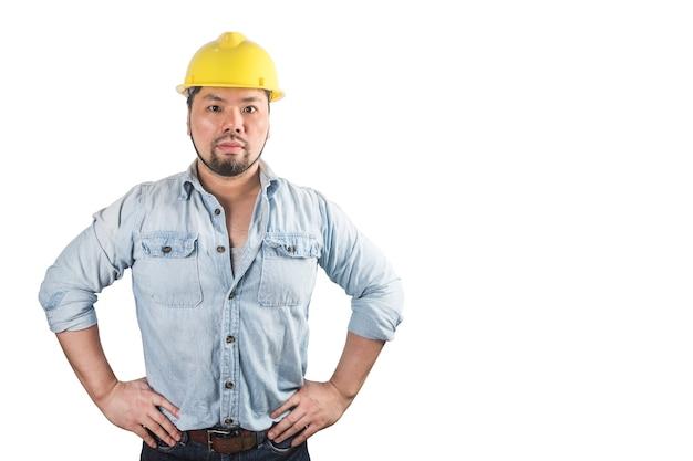 ハード帽子の若い建設労働者