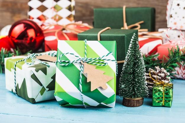 Новогодние подарочные коробки, подготовка к праздникам.