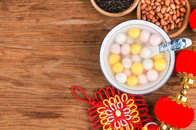 Фестиваль китайских фонариков еды. цветные пельмени