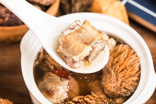 ヘリシウムリブスープ中華料理シチュー