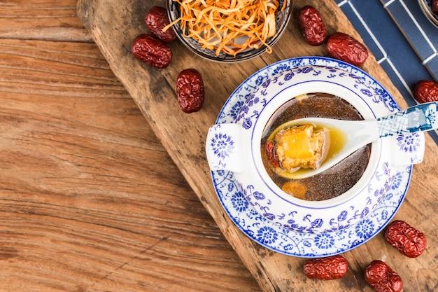 冬虫夏草の花豚骨スープ、中華料理