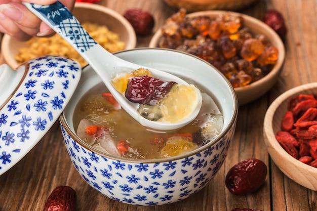 ピーチガム雪サポニン米砂糖水シドニーの伝統的なトニックとピーチガムの煮込み