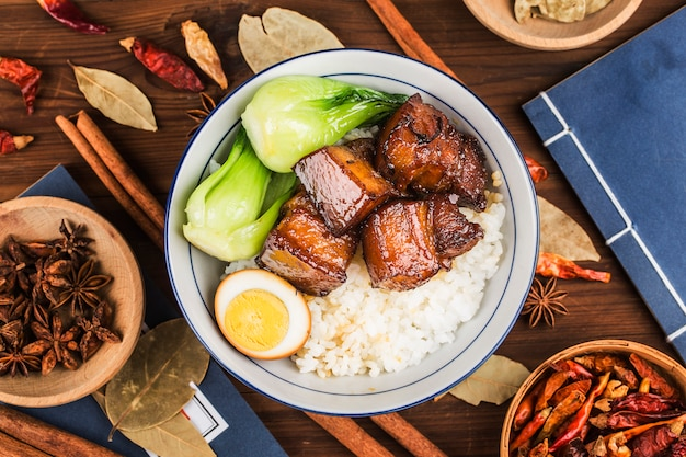 Тушеная свинина с рисом