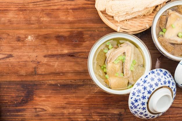 中華料理:鳩シチューのスープ