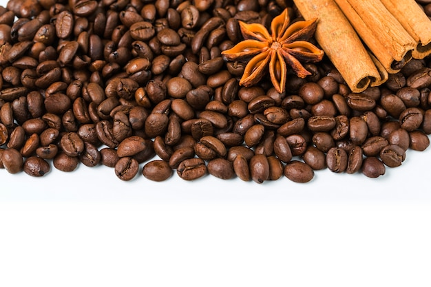 Фон из кофейных зерен с корицей и анисом