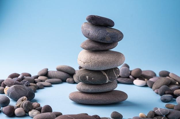青の小石穏やかな治療法のスタックバランス