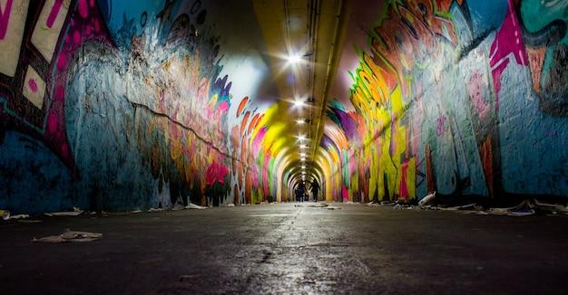 宇宙の超高層ビルスカイライン塗料の観光