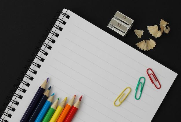 学用品。学校概念に戻る。