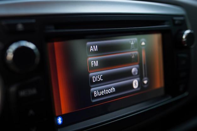 Дисплей в машине крупным планом.
