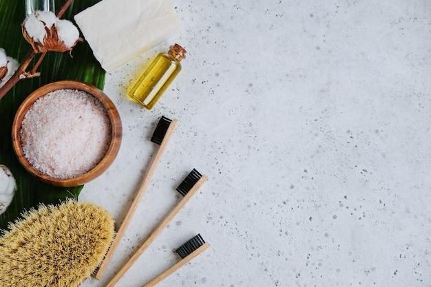 スパナチュラルスキンケア製品、化粧品および竹製の歯ブラシ