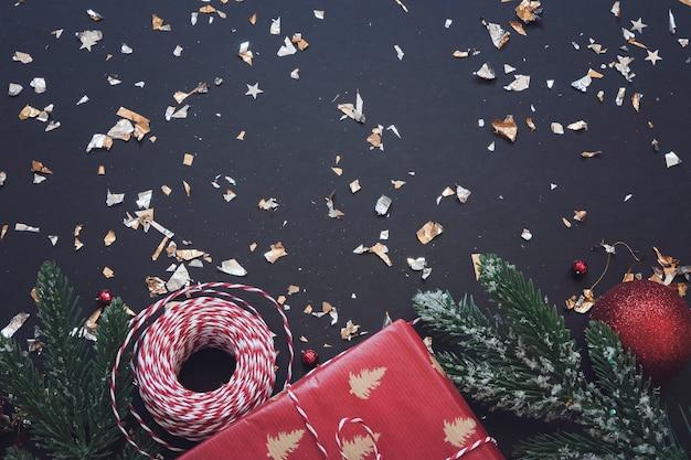 赤と金色の装飾と黒のお祭りの背景