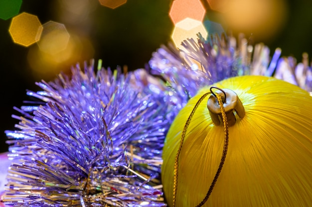 ガーランドとボケライトでクリスマスボール