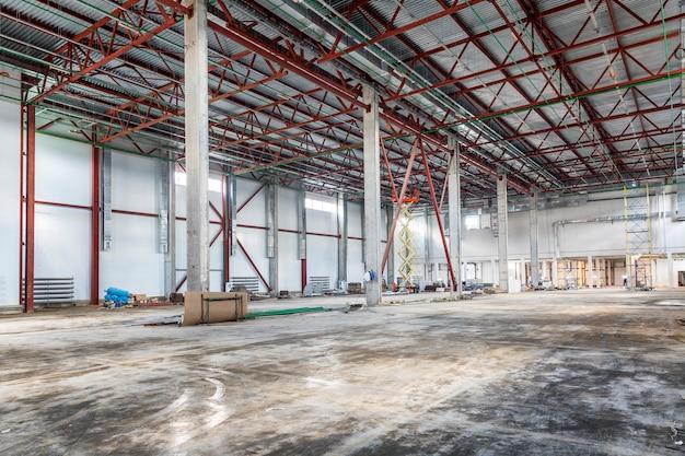 未完成の倉庫、インテリア