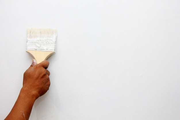 家の壁を塗る