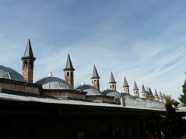 メヴラーナ霊廟モスク屋根コンヤタレット