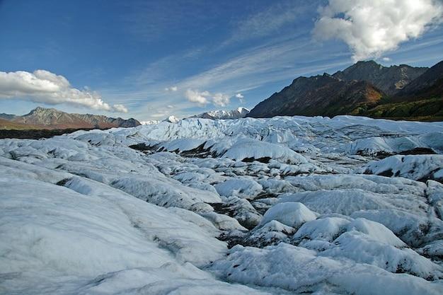 氷の山の風景アラスカ氷河