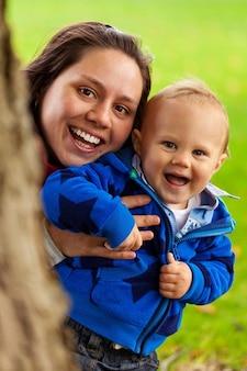 子供家族かわいい喜び楽しい少年幸せな赤ちゃん子供