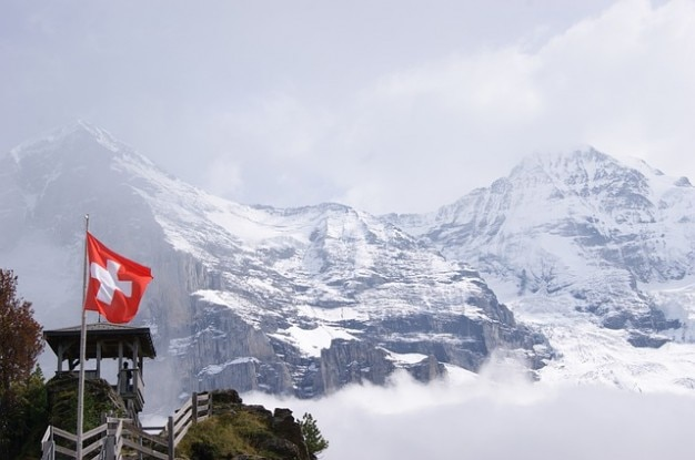 雪高山のスイスユングフラウヨッホの山