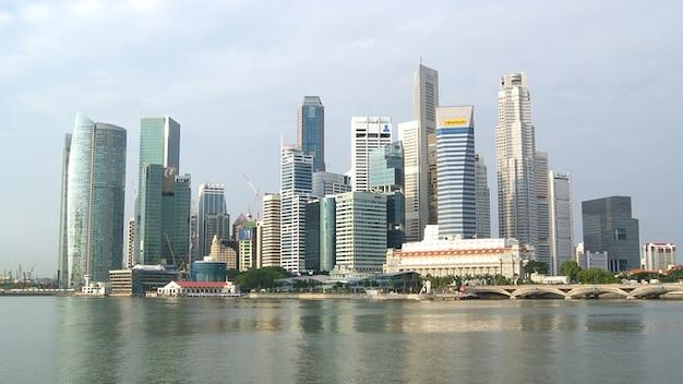 シンガポールのスカイラインの建物都市都市の高層ビル