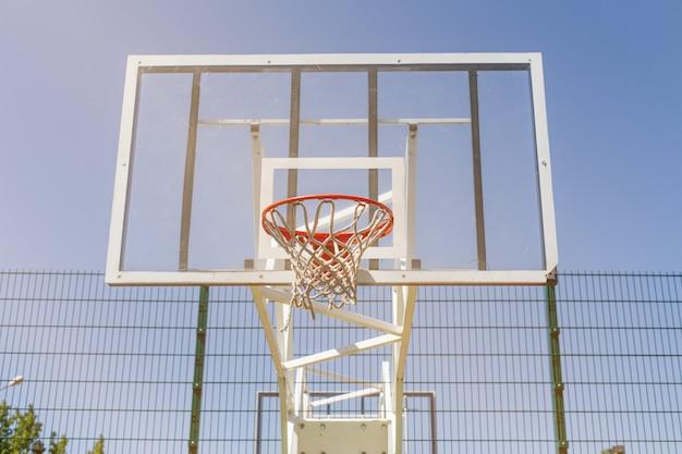 カラフルなバスケットボールコート