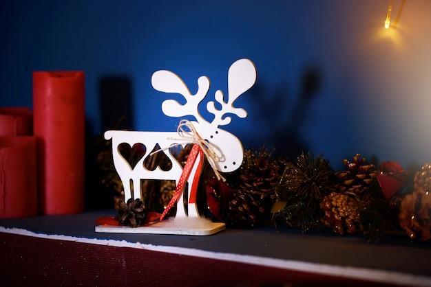 ライト、クリスマスツリー、ボケ、おもちゃの美しいお祝いクリスマス装飾。