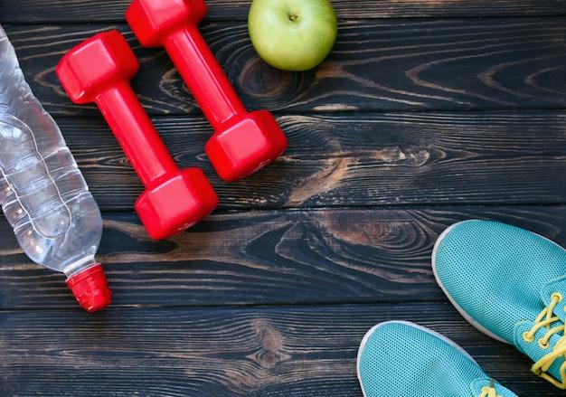 Спортивные поделки, гантели, питьевая вода