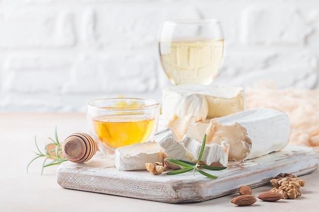 カマンベールチーズとブリーチーズ