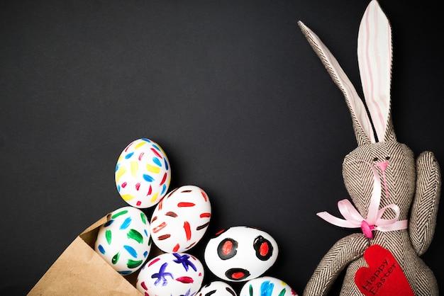 Пасхальные яйца в бумажном пакете и зайчик