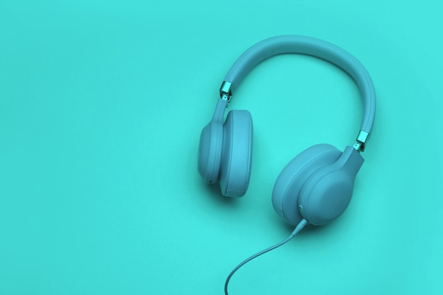 色付きヘッドフォン