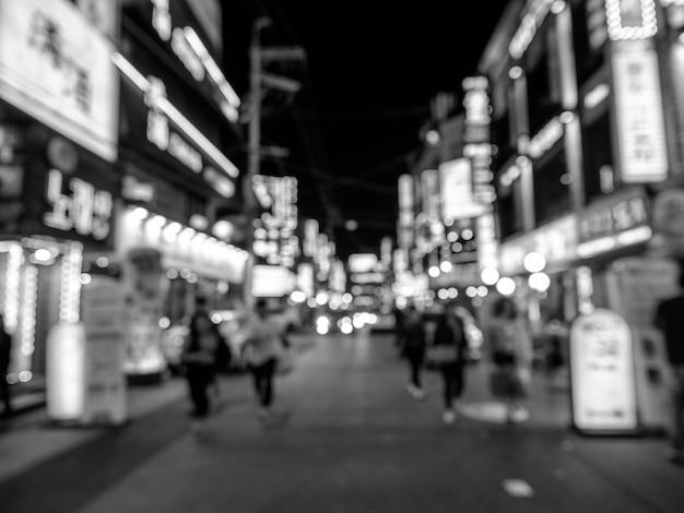 ソウルの通りの黒と白のボケ